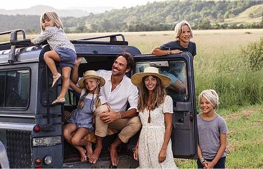 משפחה מטיילת