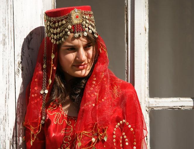 אישה בלבוש מסורתי באזרבייג'ן